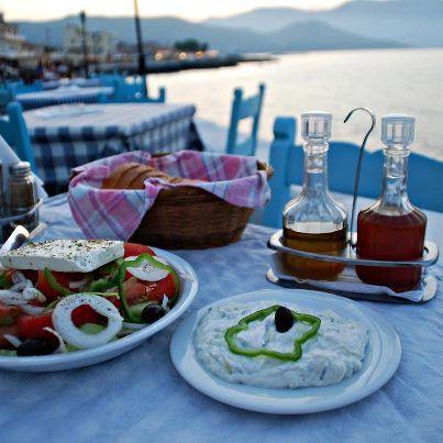"""любимый """"Греческий салат"""" в таверне"""