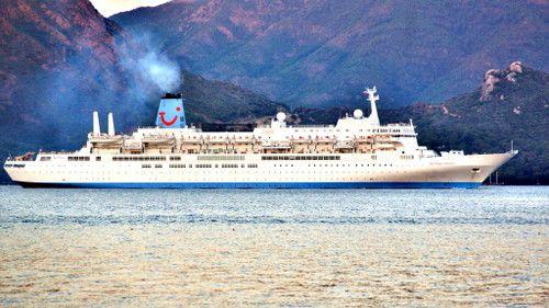 круизный лайнер заплыл в Мармарис
