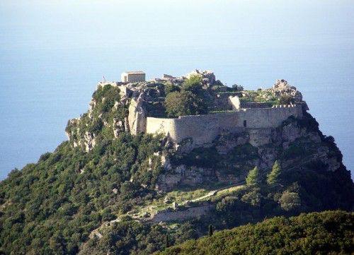 крепость Ангелокастро