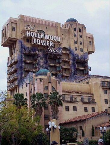 один из самых адреналиновых аттракционов - Tower of Terror