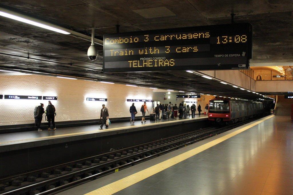 lisbon metro photo