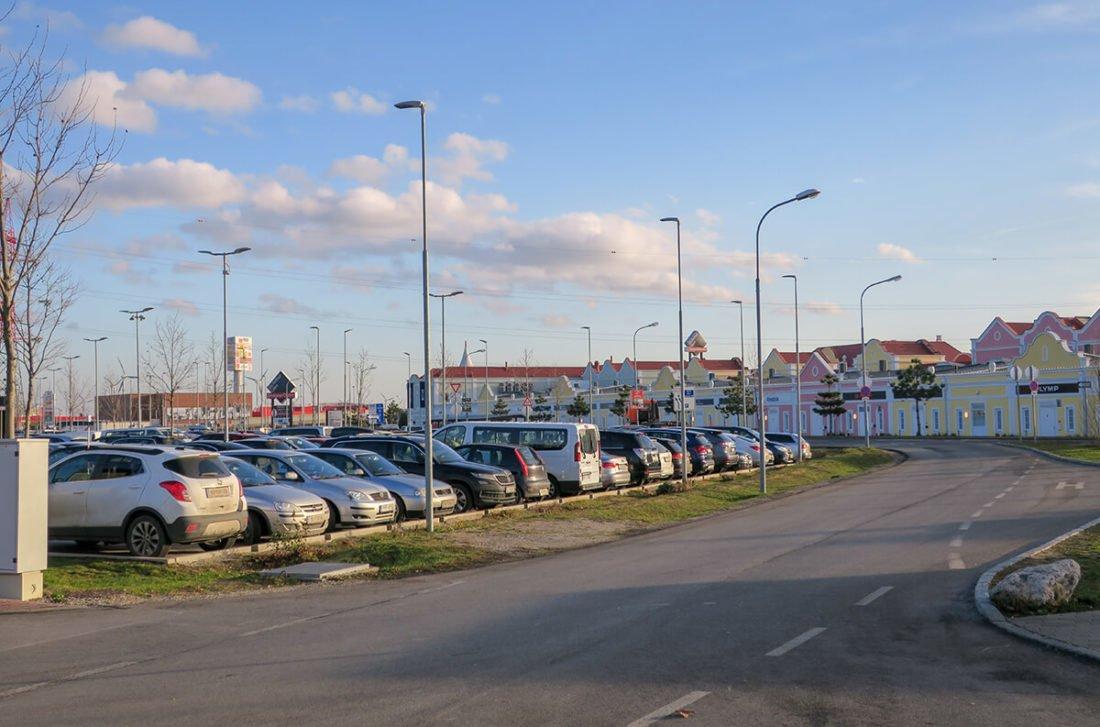 парковка аутлета Parndorf