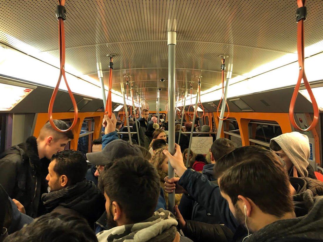 Внутри вагоне метро Вены