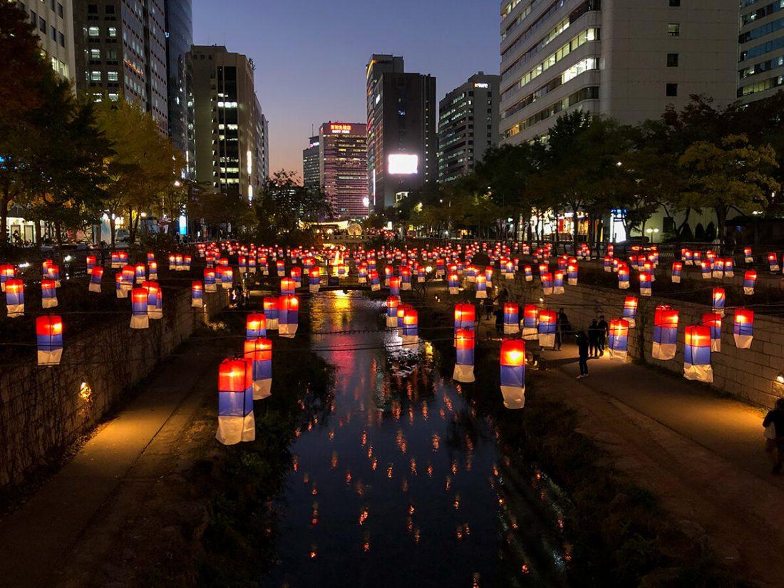 Где погулять в Сеуле - ручей Чхонгечхон